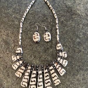 None Jewelry - Necklace and earrings set